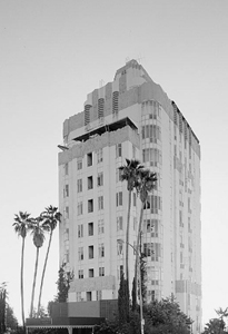 1931: Sunset Tower Opens